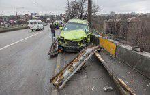 В центре Запорожья водитель «Шевроле» чудом не слетел с дамбы (Фото)