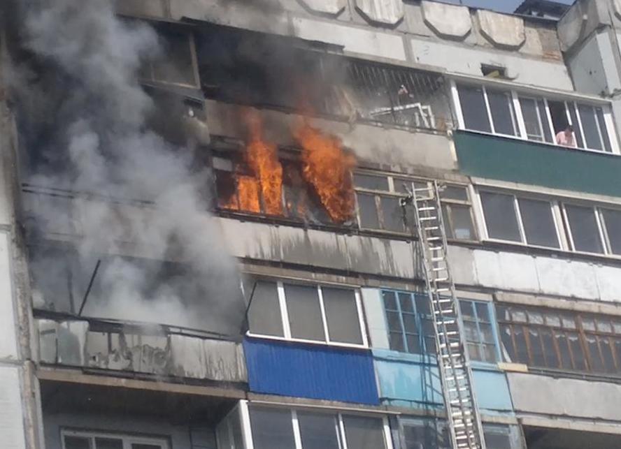 В запорожье жильцов эвакуировали из горящей девятиэтажки - з.
