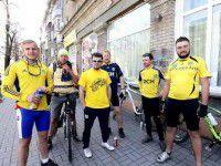 Харьковские фанаты приехали на матч в Запорожье на велосипедах
