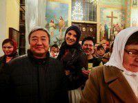 Запорожский мэр пришел встречать священный огонь с возлюбленной (Фото)