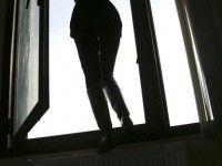 Запорожанка выпрыгнула из окна на глазах у школьниках