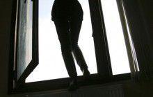 В Запорожье несовершеннолетняя девушка выпрыгнула с 14 этажа