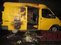 В Бердянске злоумышленники подожгли обворованный микроавтобус, заметая следы