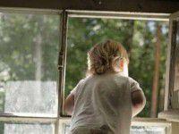 В многодетной семье из окна выпал ребенок
