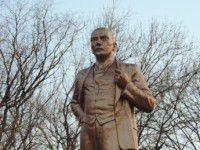 В Мелитополе Ленину сделали пластическую операцию (Фото)