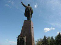 В Запорожье пенсионеры вышли отметить день рождения Ленина