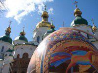 Запорожцы представили в Киеве двухметровую писанку (Фото)