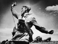 В Запорожской области с советского солдата срезали медь