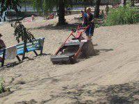 В Запорожье закупят машину для уборки песка на пляже