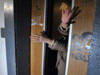 На жительницу Запорожья грабитель напал с ножом прямо в лифте