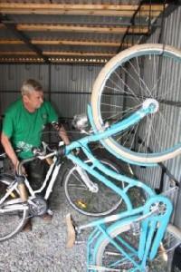 1-garazh-velosiped-200x300