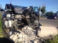 В Запорожье иномарка снесла бетонный столб (Фото)