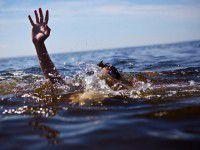 В Бердянске спасатели выловили неудачливого пловца в открытом море