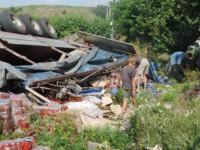 В Запорожской области перевернулся грузовик с томатной пастой