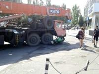 В Бердянске кран раздавил дорогой мотоцикл