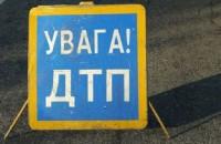 Пьяная запорожанка на «Инфинити» врезалась в припаркованное авто и сбежала (Видео)