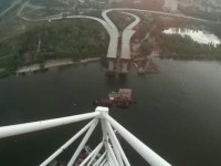 Экстремалы сняли видео с самой высокой точки  недостроенных запорожских мостов