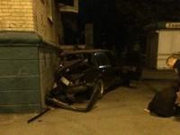 В Мелитополе легковушка на большой скорости влетела в жилой дом