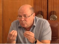 Запорожский депутат носит часы от Apple