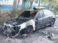 В Запорожье снова сгорела легковушка (Фото)