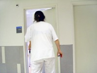Пьяная возлюбленная выпавшего из окна парня избила медсестру