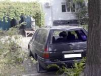 Владелец машины, разбитой упавшим деревом, подает на коммунальщиков в суд