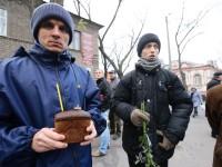 Запорожцы почтили память жертв Голодомора цветами с колосками