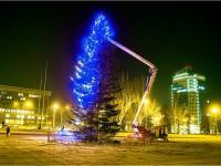 В Запорожье завтра откроют сразу две главные елки