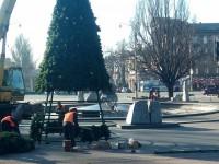Главную елку Запорожья устанавливают в новом месте