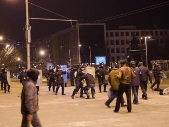 Запорожцев зовут отмечать годовщину разгона Майдана с шинами и свечами