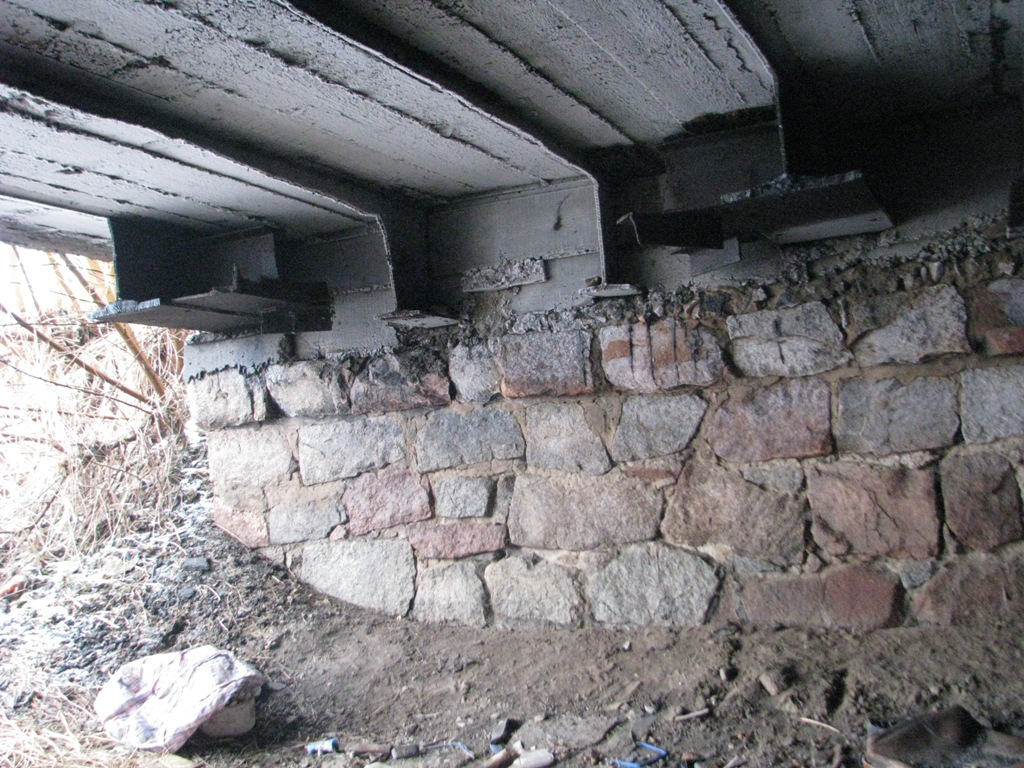 Под Запорожьем вандалы практически разрушили мост