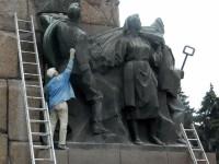 Фотофакт: Спутники запорожского Ленина тоже отправились на покой