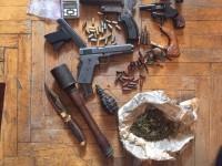 У жителя Запорожья во время обыска нашли наркотики и оружие