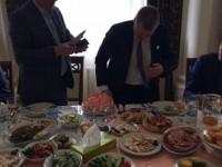 Запорожскому депутату обрезали на заводе галстук