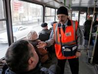 В Запорожье помощник депутата убежал из троллейбуса, чтобы не платить