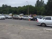 На запорожской Набережной столкнулись сразу четыре авто