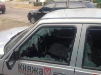 В Запорожской области неизвестные разбили все стекла в авто с надписью «ПТН ПНХ»