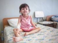 В Запорожской области врачи не захотели оперировать маленькую девочку