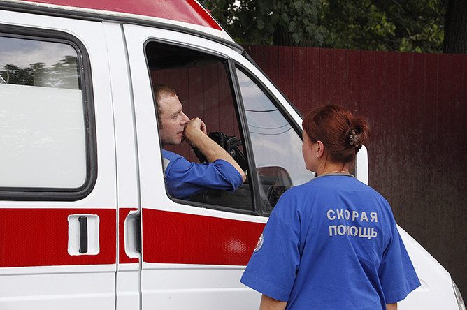 Отказ от мед. сотрудников вбригадах «скорой»: медсотрудники при помощи «Азова» пикетировали Минздрав