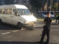 В центре Запорожья затруднено движение из-за ДТП с маршруткой (Фото)