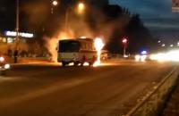 Загоревшийся в Запорожье автобус едва не взорвался – подробности