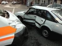 В Запорожье водитель легковушки не пропустил «скорую» – есть пострадавшие