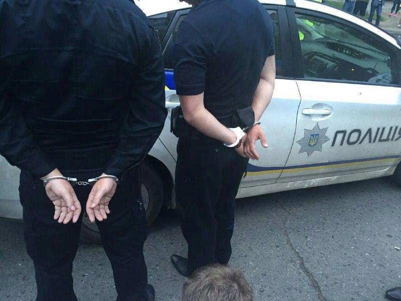 ВЗапорожье патрульных задержали наполучении взятки