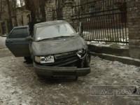 В центре Запорожья в результате аварии авто вылетело на тротуар – есть пострадавшие