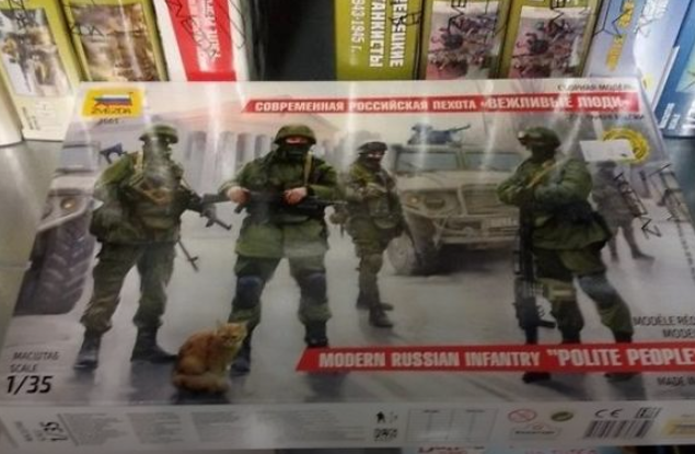 «Зеленые человечки» по300 грн: вЗапорожье негнушаются торговать моделями оккупантов