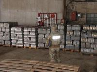 В Запорожской области накрыли сеть, продающую тысячи литров паленой водки в день