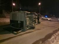 В аварии с перевернувшейся маршруткой пострадал водитель