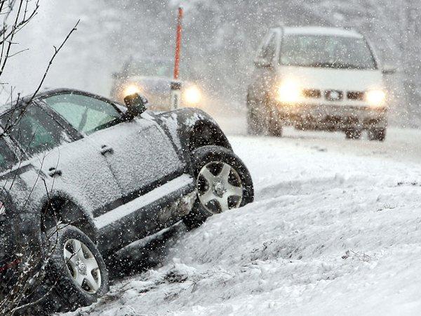Уже в 5-ти областях перекрыли движение из-за снегопада