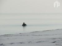 На зимнем запорожском курорте водолазы ищут золото отдыхающих (Фото)