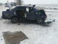 На запорожской трассе легковушка столкнулась с грузовиком – есть погибшие